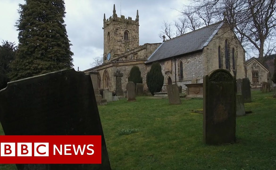 Coronavirus: How Eyam in Derbyshire 'self isolated'   BBC News