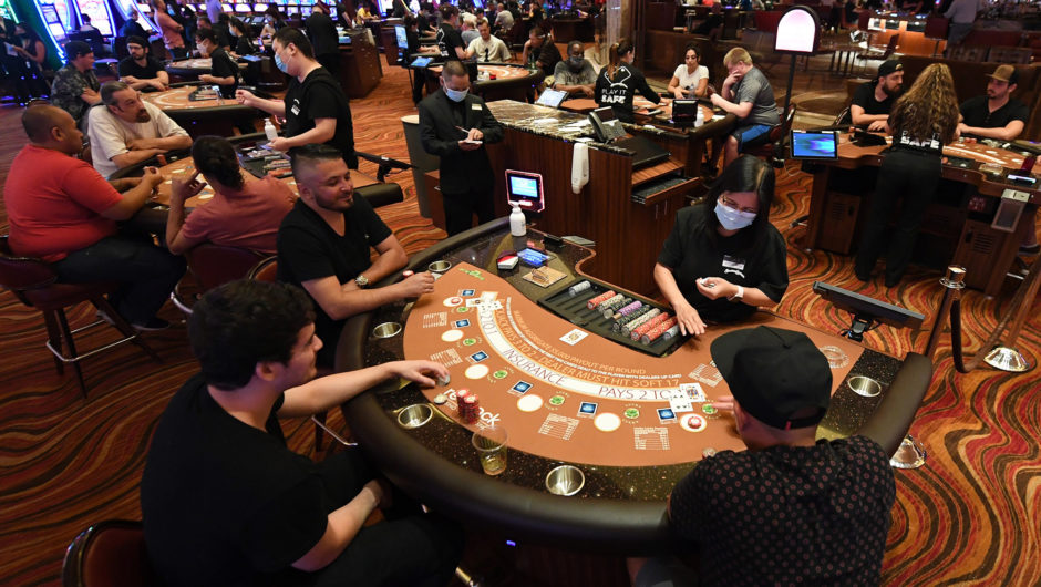 Gamblers ignore COVID 19 safety measures as Las Vegas casinos reopen