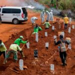 Anti maskers in Indonesia were required to dig graves for COVID 19 victims