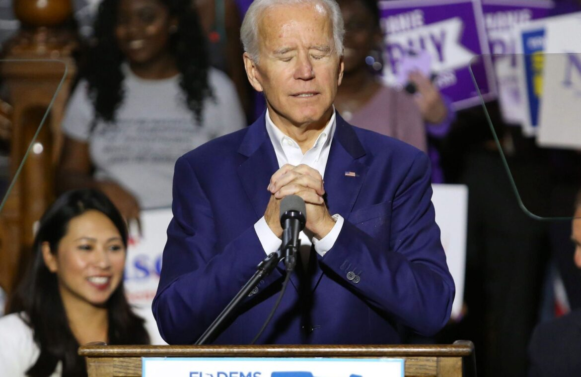 Joe Biden started tearing up after talking to a nurse about treating COVID 19 patients in ICU