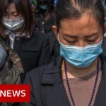 Coronavirus: China stops for three minutes to remember the dead   BBC News